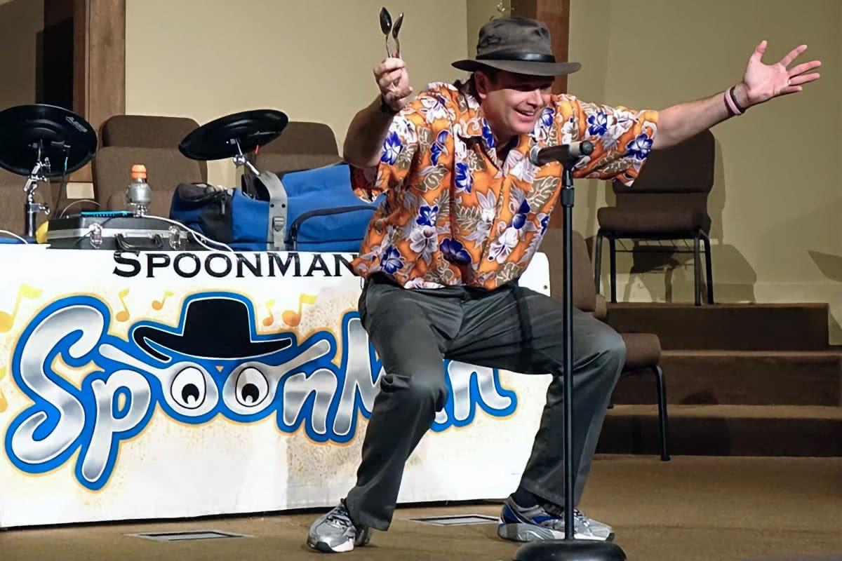 spoon man performing